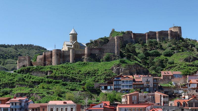 قلعه ناریکالا در بافت قدیمی تفلیس