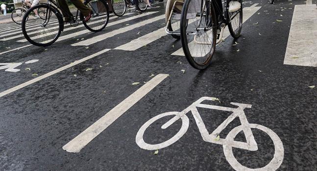 دوچرخه سواری در خیابان پکینی